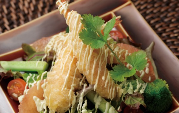 サクサク海老天サラダ $12.50<br />Crispy TEMPURA Shrimp Salad