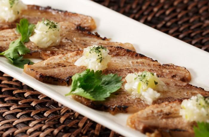 おつまみ炙り焼きチャーシュー $8.50<br />SANPOUTEI specialty Aburi Chashu