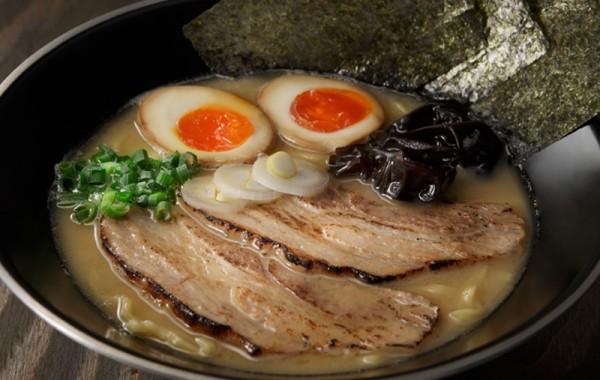 Wスープ豚骨らーめん<br />W SOUP TONKOTSU Ramen